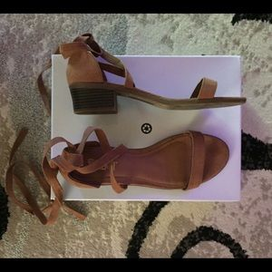 Brown suede strappy block heel sandals sz 8